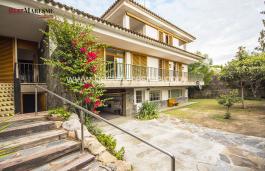 Casa en venta de 319 m2 sobre una parcela de 535 m2 en zona residencial de la población de Vilassar de Dalt