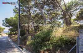 Flat land, good connections, located in a 1,047 m2 residential area, which faces two streets, in Cabrils, Maresme