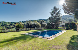 Surrounded by natural landscape and very close to the best beaches of Maresme.