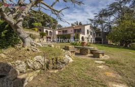 Belle propriété privée de 14.000m2 de terrain avec une grande  maison de campagne du XVIII siècle, entièrement restaurée,  au centre de Vallromanes