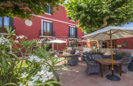 Lovely hotel-restaurant with private house in the center of Cabrils.