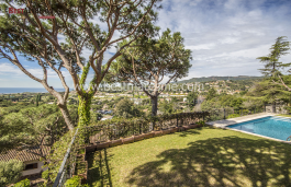 Completely renovated and updated. Magnificent views of the Mediterranean with private pool