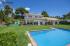 Estilo rústico con buhardilla, cuidado jardín, piscina  privada y una zona resguardada con barbacoa ideal para disfrutar entre familia o amigos