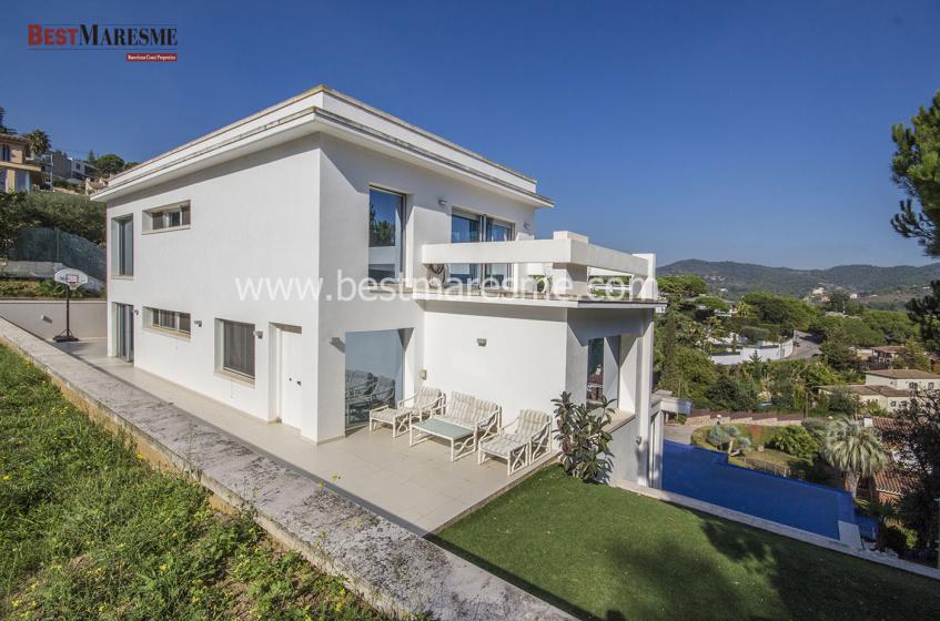 Fantástica casa de 600m2 ubicada en el corazón del prestigioso pueblo Alella.